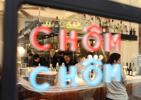 chom-chom-signage1