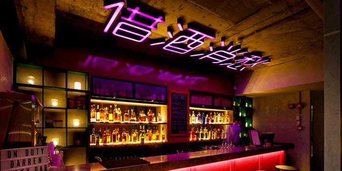 lucky-bar-interior