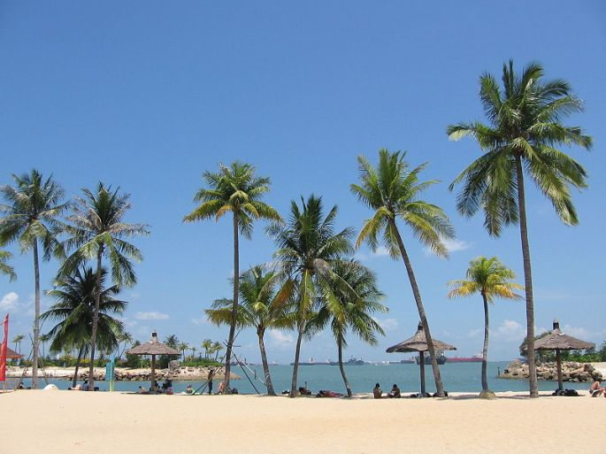 800px-Siloso_Beach_15,_Sentosa,_Aug_06