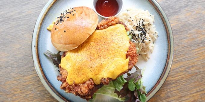 Sin-Lee-Salted-Egg-Burger-(2)