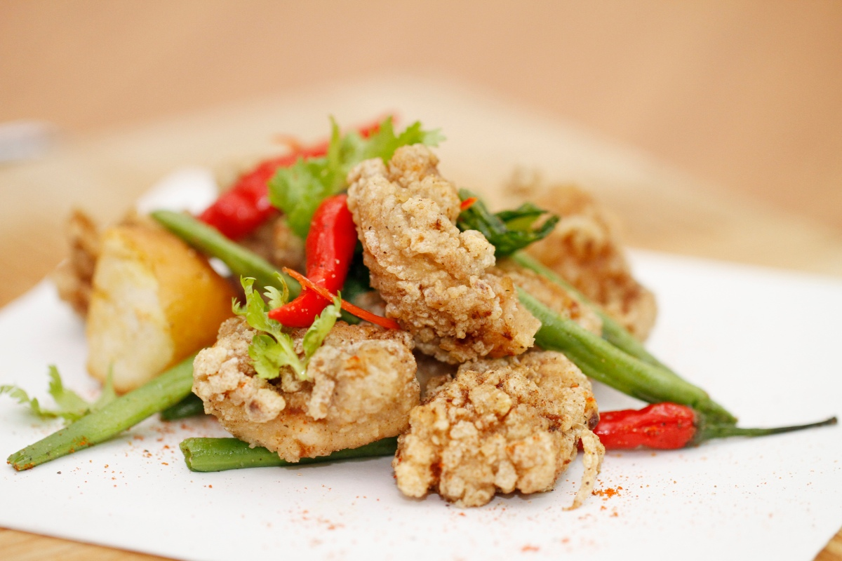 Crispy Chicken Thigh with Oriental Spices, Carousel, Royal Plaza on Scotts.jpg
