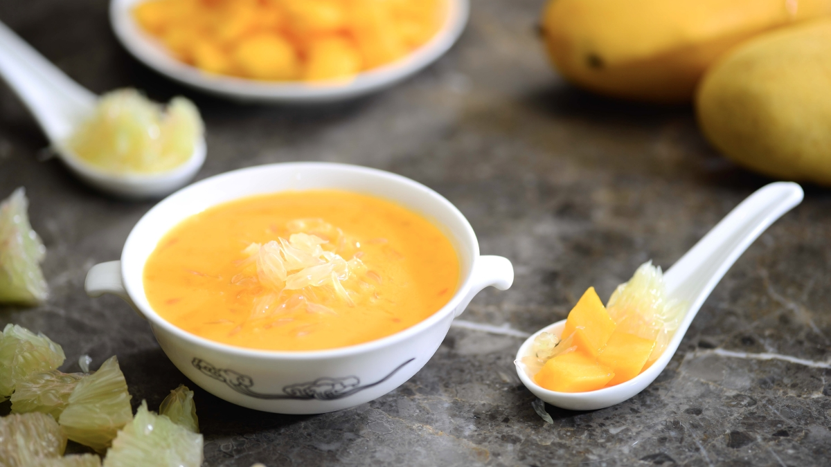 Dynasty - Chilled Mango Sago Cream with Mango and Pomelo