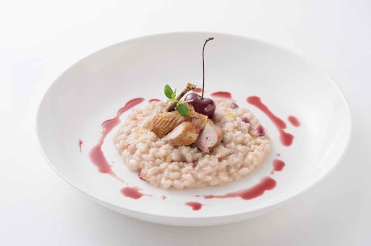 Risotto with fresh black cherry and roasted quai l 烤嫩鵪鶉肉意____
