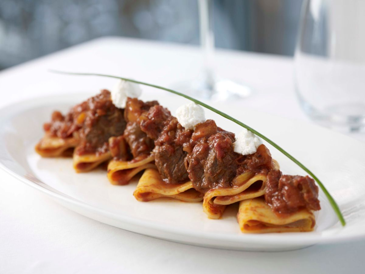 lighthouse Gragnanos Paccheri In Naples Style With Tomato Braised Beef Ragout.jpg
